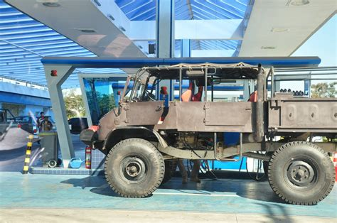 Unimog with a Mercedes M123 – Engine Swap Depot