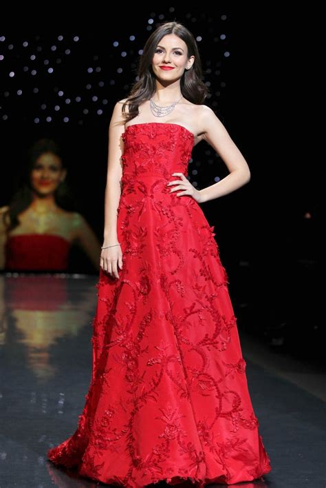 Sophie's fashion blog: Victoria Justice – Red Dress